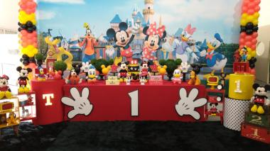 Turma do Mickey com Painel Sublimado e Mesa Envelopada - Sabor e Festa